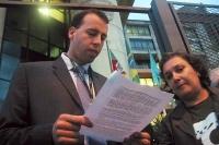 Agapan entrega  carta à PF